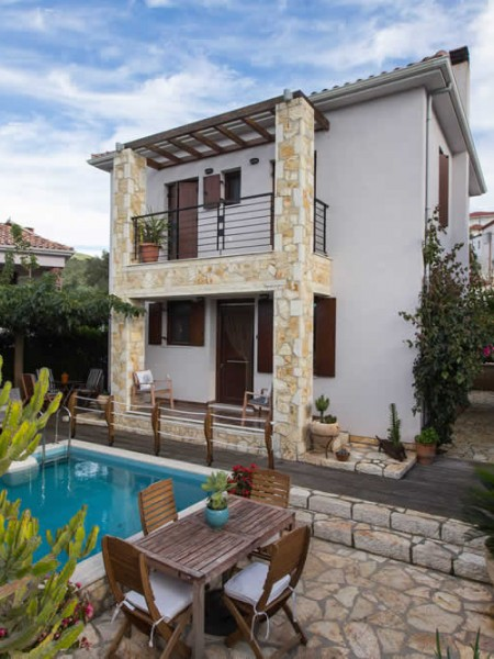 Rental Villa Cactus, with a swimming pool and a view to the Ionian sea at a close distance, in Syvota village, Thesprotia, Greece. Both Aktion - Preveza and Corfu airports are less than an hour and a half away!